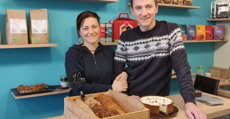"""Photo of Veronica Novac prepară deserturi fără zahăr. Cei ce o luau la mișto pentru dulciurile """"glamuroase"""" sunt, astăzi, clienții ei fideli"""