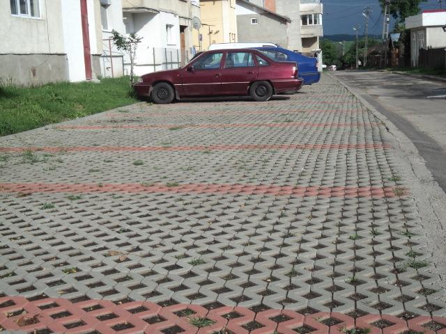 """Photo of """"Aici parchează directorul. Luați mașina"""""""