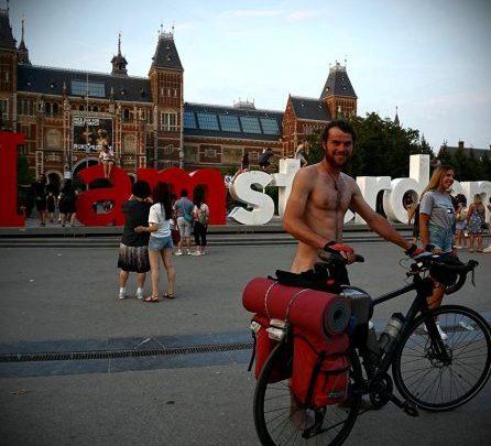 Photo of Vladislav Pușnei, viitor veterinar, a făcut 11.200 de kilometri cu bicicleta, prin Europa