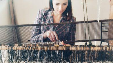 Photo of Putem țese covoare alături de meșterițe iscusite. Olga Gurgurova lansează ateliere de țesut covorașe la războaie vechi de 70-80 de ani